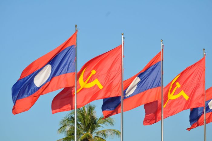 flaga związku radzieckiego i laosu
